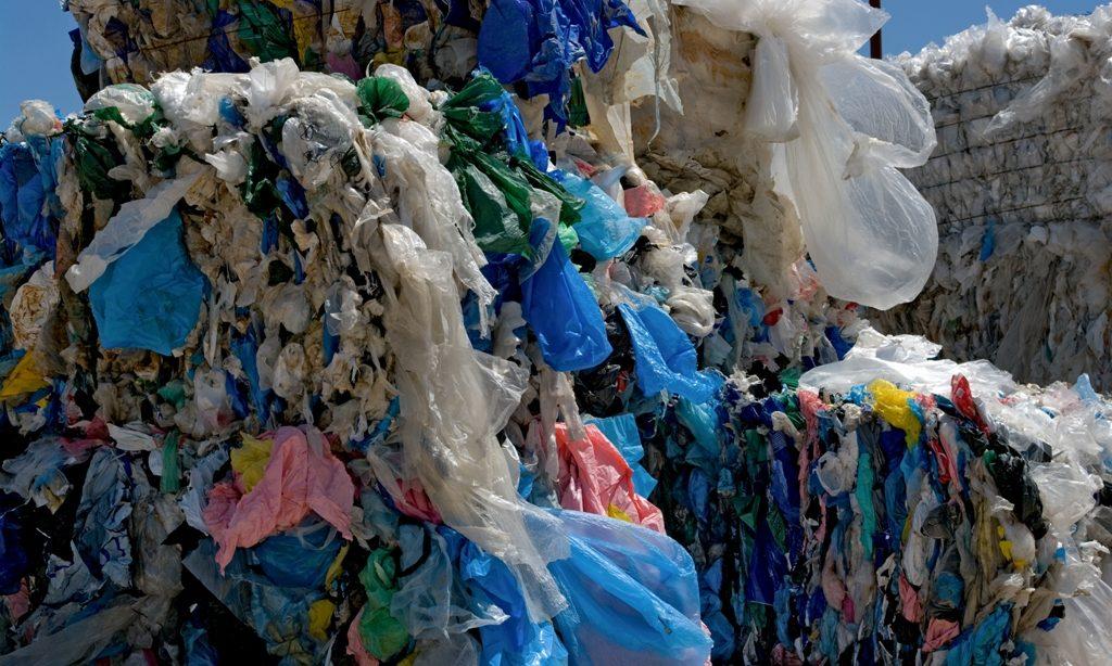 Človek doby plastovej