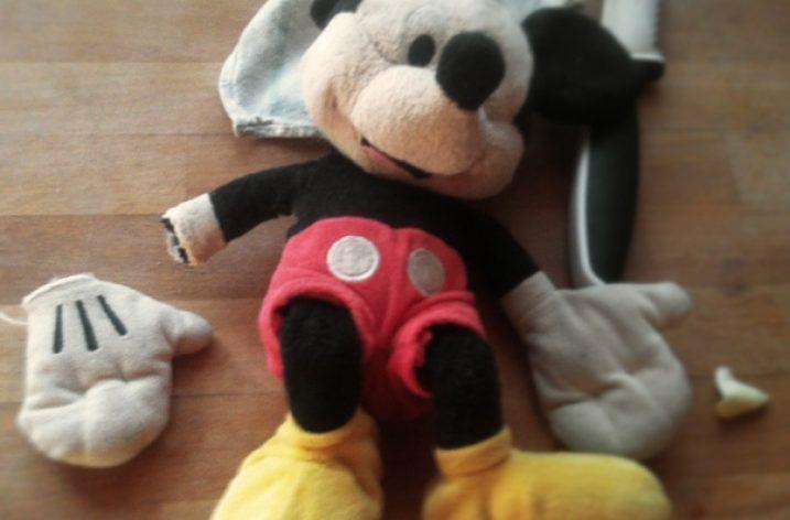 (Ne)správne? Odstrihnime Mickeymu ruku!