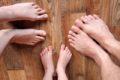 (Ne)správne: Keď dospelí hovoria, ty šúchaj nohami!
