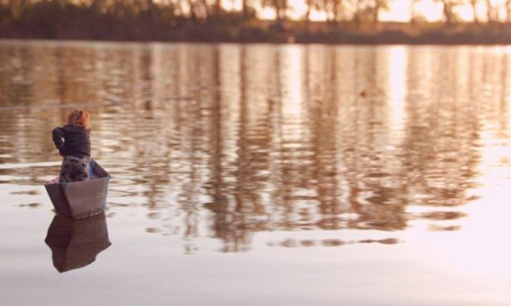 Alžbetka sa plaví do prístavu. K mame