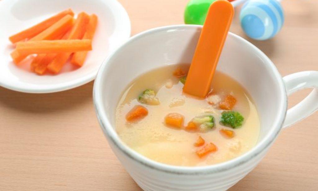 Krémová mrkvová polievka s brokolicou