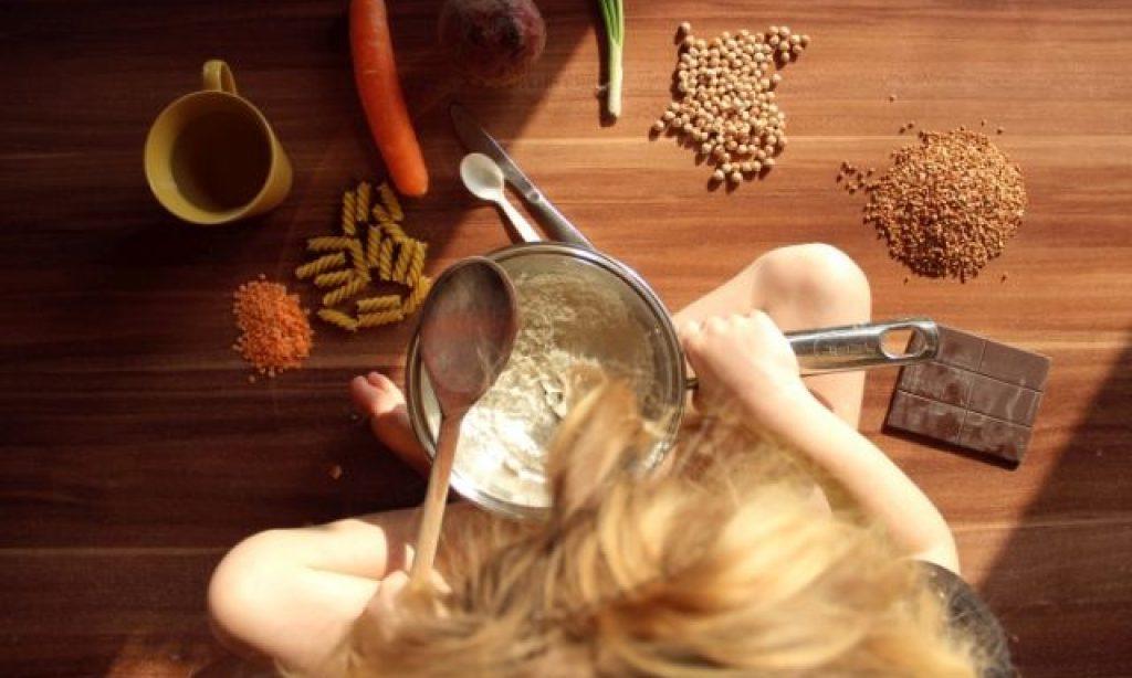 ♪ Alžbetka sa učí variť: Rajčinové mlieko