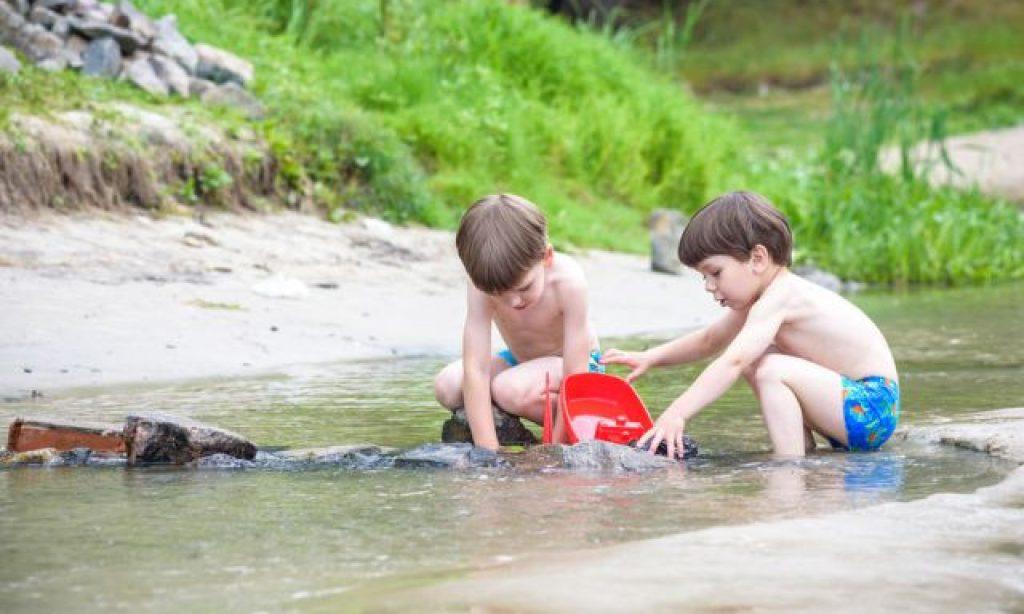 Môže sa stať, že čím viac hračiek deťom dáme, tým menej sa budú hrať