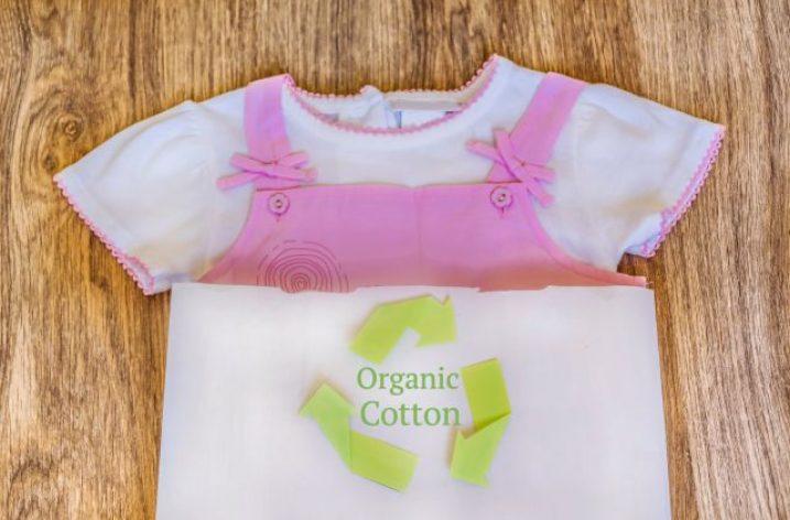 Detské oblečenie – vplýva na stav pokožky našich ratolestí?